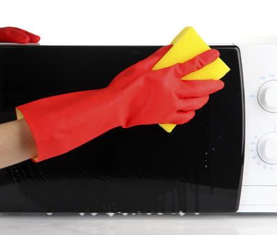 Jak vyčistit troubu a mikrovlnku