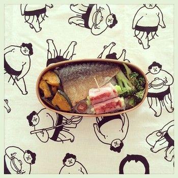 手ぬぐいは、お弁当を包もう♪ 広げてお弁当を食べるときに、ちょっと楽しくなる工夫。