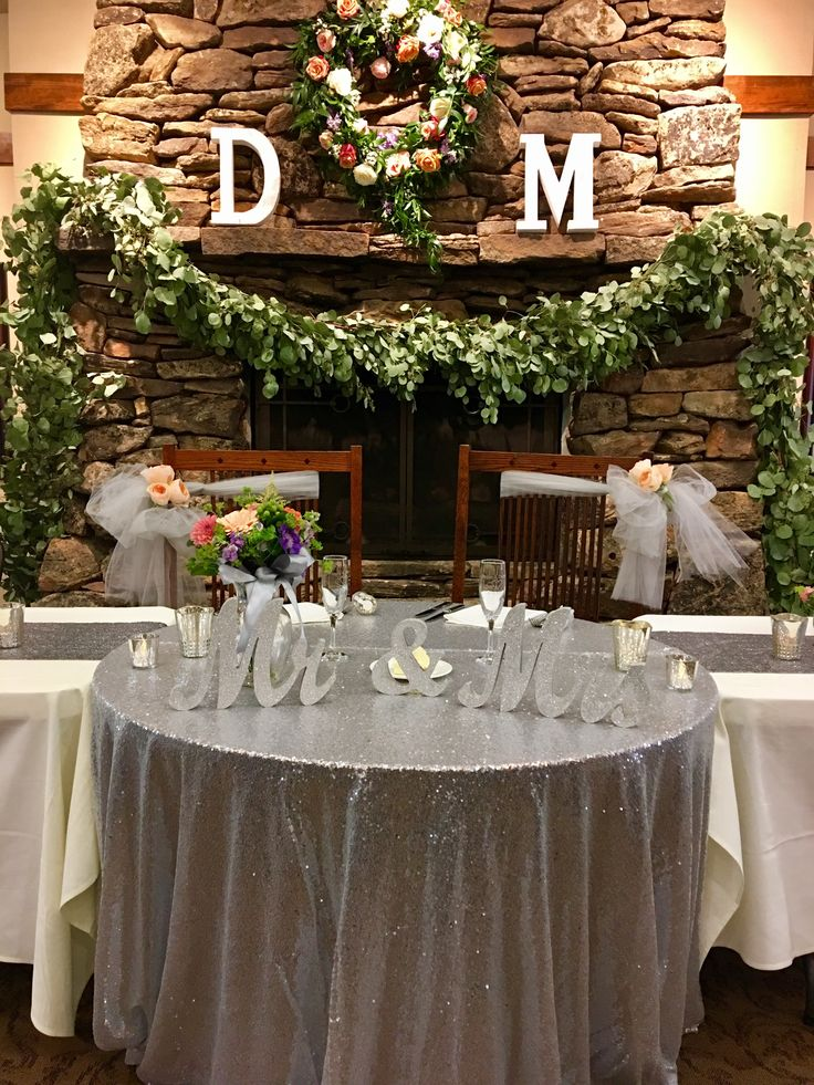 Bridal table, sweetheart table, wedding table, centerpieces, FivePine Lodge in Central Oregon