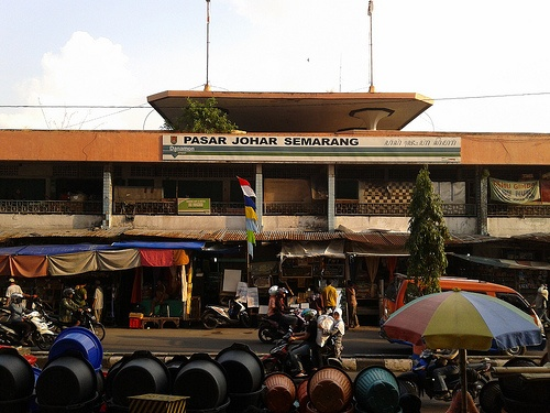 Pasar Johar market, Central Java's biggest traditional market and a historical landmark in the provincial capital Semarang.  http://www.goindonesia.com/id/indonesia/jawa/semarang/belanja/belanja_semarang/pasar_johar