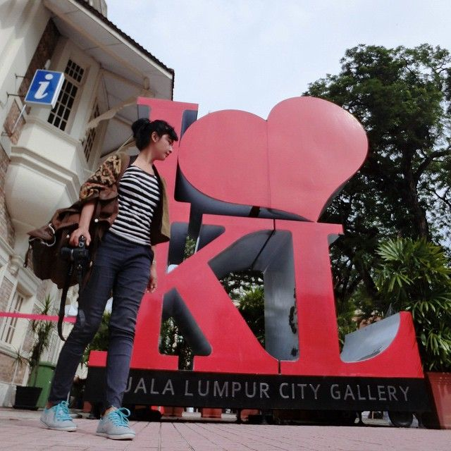 LOST IN KL...  finally I can reached this place haha... Kuala Lumpur City Gallery... in Dataran Pahlawan..  behind the Dataran Undergrnd  wearing ZARA stripes tees Swanstwenty handwoven kimono cardi (made in Indonesia)  jegging by Uniqlo bag by F29 Singapore, i love this bag!! shoes by Tomkins (made in Indonesia) watch by CASIO sheen Indonesia  wearing the comfiest outfit for your backpaking day!!