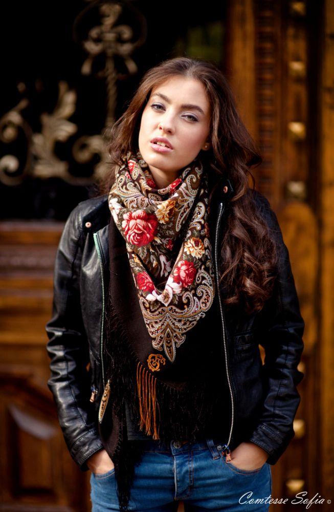 Scarves, shawls; Foulards, châles     https://www.etsy.com/listing/120668955/foulard-chocolat-en-laine-russe-finition?ref=v1_other_1