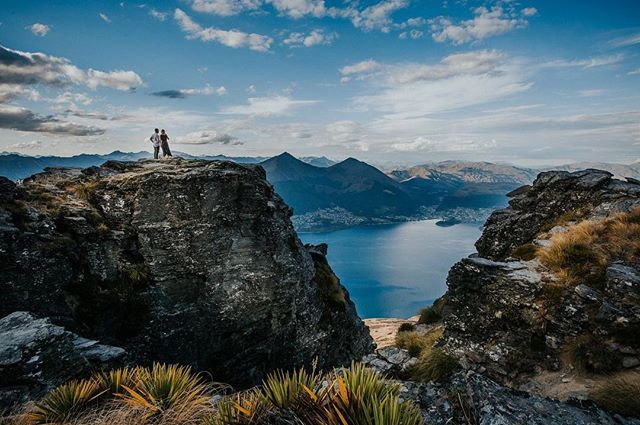 RACHEL + SAM   CECIL PEAK QUEENSTOWN ADVENTURE SESSION On the eve of their wedding Rach, Sam and I ventured up to Cecil Peak in Queenstown (with the help of Over the Top Helicopters) to get these two babes on the edges of the mountain and used to being in front of my lens. Adventure …