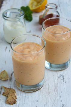 Iogurte batido com mamão e gengibre, com um toque de mel. Pode ser chamado…