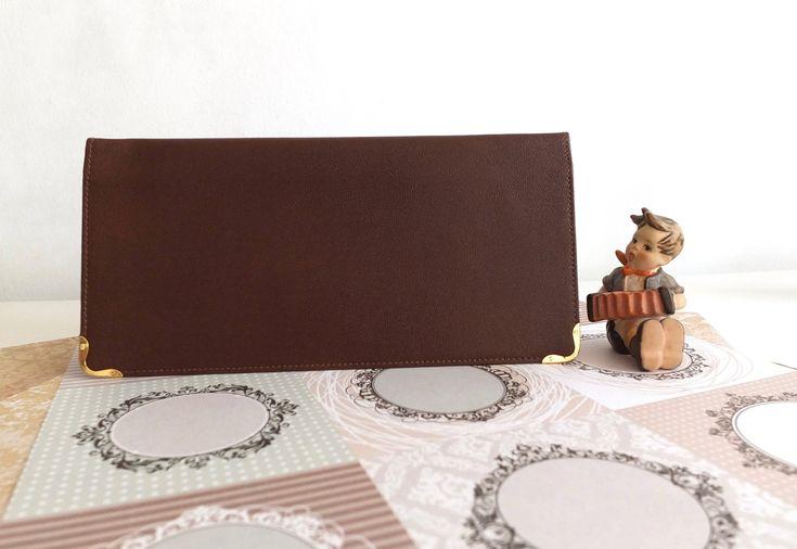 Le Tanneur/porte chéquier en cuir marron/porte chequier femme/porte chequier cuir/Made in France/vintage checkerboard/brown leather par Lucillesandcop sur Etsy https://www.etsy.com/fr/listing/596384159/le-tanneurporte-chequier-en-cuir