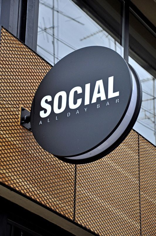 Social projecting sign