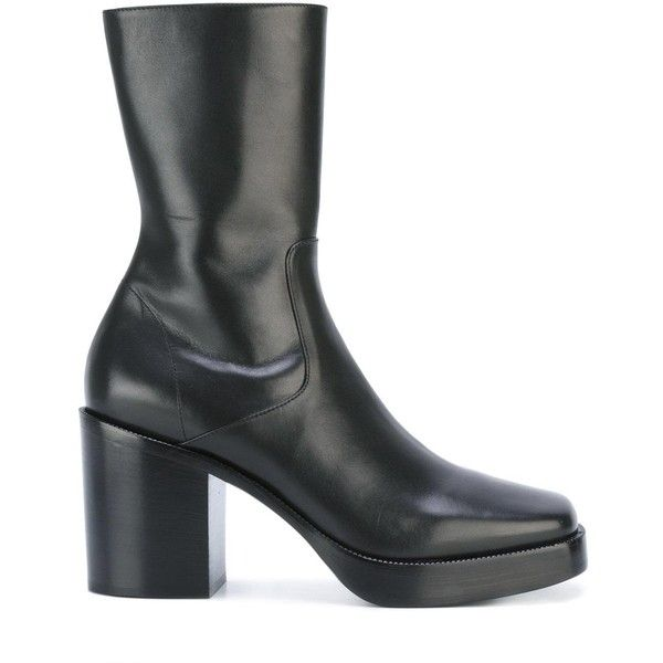 Balenciaga ankle boots (€755) ❤ liked on Polyvore featuring men's fashion, men's shoes, men's boots, black, mens black leather shoes, balenciaga mens shoes, mens black leather boots, mens leather boots and mens leather ankle boots