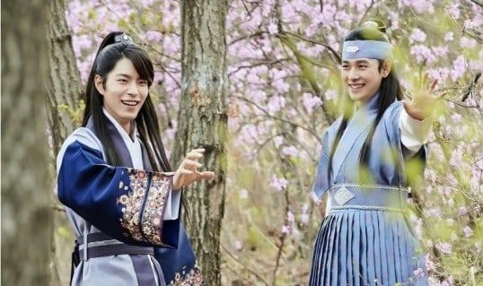"Im Siwan And Hong Jong Hyun Are All Smiles In Each Other's Presence In ""The King Loves"" Stills 
