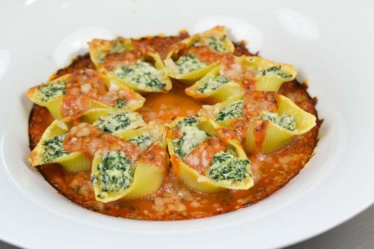 Recette Conchiglionis farcis à la ricotta et aux épinards - Envie de bien manger. Plus de recettes italiennes ici www.enviedebienmanger.fr/idees-recettes/recettes-italiennes