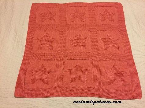 Manta tejida con dos agujas con lana Katia Big Alabama color coral. Utilizamos la técnica del punto bobo y punto jersey y realizamos dibujo en relieve.