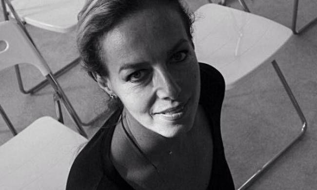 Δανάη Στράτου: Η σύζυγος του Γιάνη Βαρουφάκη δεν είναι μια... συμβατική «κυρία Υπουργού» - http://www.daily-news.gr/lifestyle/danai-stratou-sizigos-tou-giani-varoufaki-den-ine-mia-simvatiki-kiria-ipourgou/