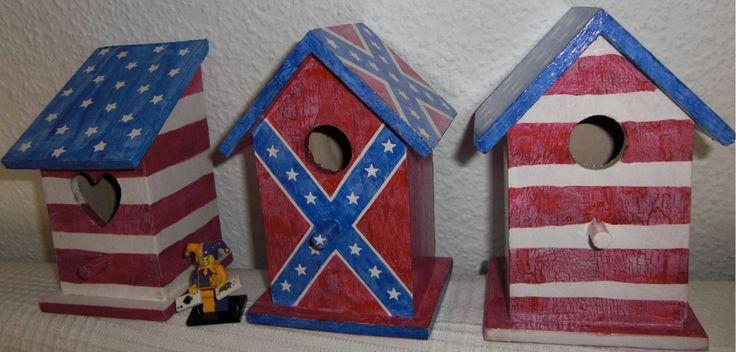 Vogelhäuschen USA und Südstaaten Flagge. Handgemalt! Birdhouse USA and Confederate Flag. Hand Painted Birdhouse!