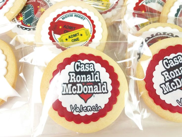 Nuestra aportación para la fiesta del cine de Casa Ronald Mcdonald. #casaronaldmcdonald #papeldeazúcar #waferpaper #cookies #galletas #cookiesmadeinspain #decoratedcookies #cookieartist #tartasalacarta