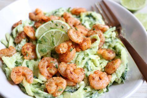 Zin om een heerlijk recept op tafel te toveren? Probeer ons recept voor avocado courgetti met garnalen dan eens. Succes verzekerd!