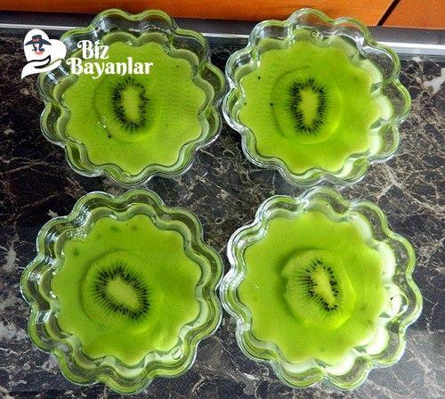 Elma Jölesi Tarifi Bizbayanlar.com  #Elma, #Kivi, #Nişasta, #Şeker, #Su,#MeyveliTatlılar http://bizbayanlar.com/yemek-tarifleri/tatli-tarifleri/meyveli-tatlilar/elma-jolesi-tarifi/