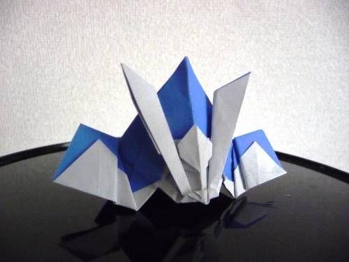 頂いた折り紙のかぶと、分解して折り方をようやく覚えました。忘れないように・・・。吹き返しまで1枚で折れます。折り紙かぶとの折り方2