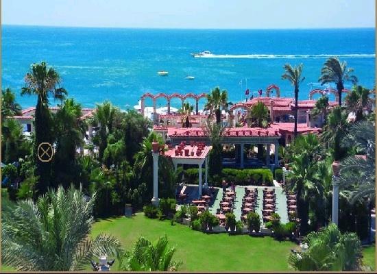 Antalya, Turkije, Club Hotel Sera 5*.  In weelderige Ottomaanse stijl gedecoreerd, aan een kiezel/zandstrand. Groene tuin en een buiten- en binnenbad.