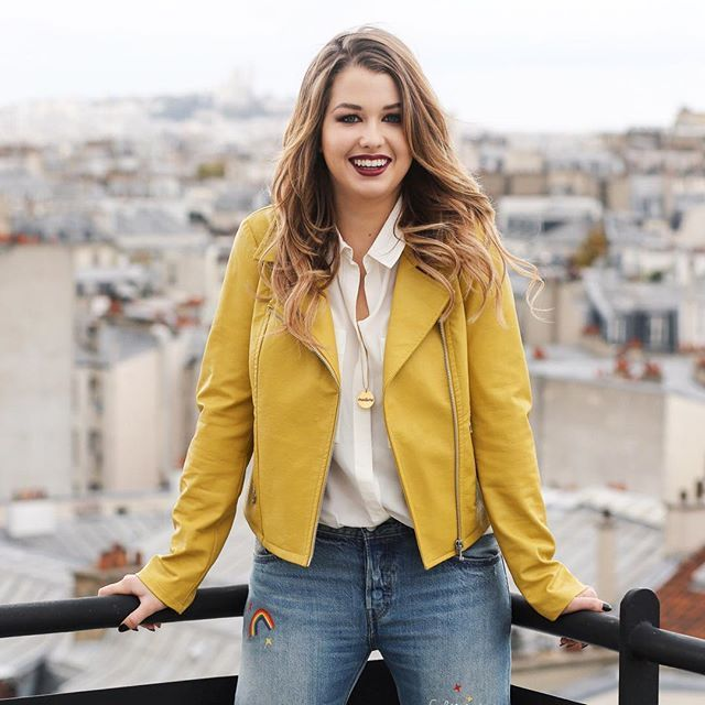 Gorgeous @enjoyphoenix ❤️for @asyoulikemagazine wearing @monsieursimone  necklace  Stylisme: @mellekillkill Delphine Dubreuil / Fanny Chevalier  Hairstylist : @alexandrinepiel  MUA: @jolanta.cedro  Shot by #alixdebeer  #proud #stylouse  #rooftop #toits #paris #enjoyphoenix #gorgeous #beautiful #photographer #photographe #photographie #photography #inspiration #style #inspo #weekend #sundaze #sunday #dimanche #dimanchesoir #vscocam #blonde #blondie #magazine #yellow #leather