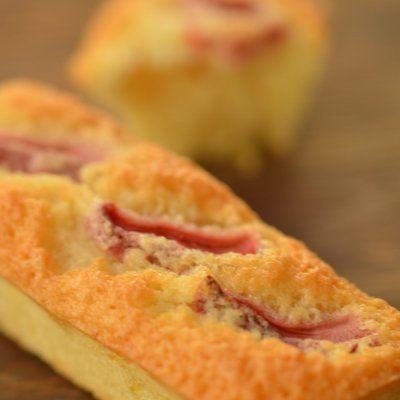 Συνταγή για φινανσιέ με φράουλα και λεμόνι από τον Γιάννη Λουκάκο! Υπέροχα, λαχταριστά και πολύ αφράτα κεκάκια με κομματάκια φράουλας και άρωμα λεμόνι!