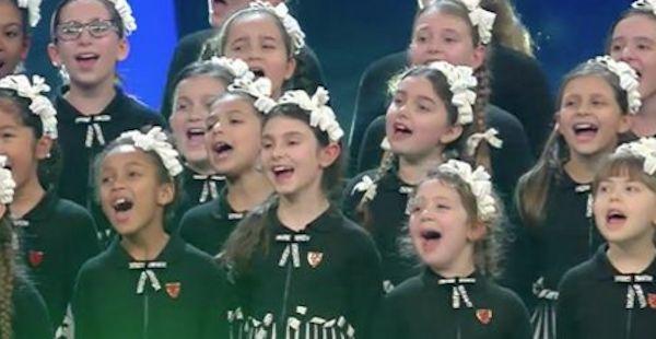 SANREMO 2017, SI TORNA BAMBINI CON IL PICCOLO CORO 'MARIELE VENTRE' DELL'ANTONIANO - http://www.sostenitori.info/sanremo-2017-si-torna-bambini-piccolo-coro-mariele-ventre-dellantoniano/279302