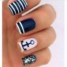 Nail art stile navy con ancora
