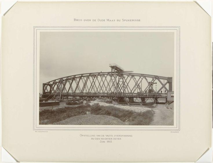 Arnaud Pistoor & Zoon | Opstelling van de vaste overspanning brug over de Oude Maas op de rechter oever bij Spijkenisse, Arnaud Pistoor & Zoon, 1902 |