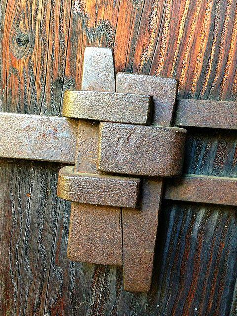 "antonioedsoncadengue: "" javosironworks: "" Greene and Greene Metal Work by sfPhotocraft on Flickr. "" Please follow me: http://antonioedsoncadengue.tumblr.com/archive """