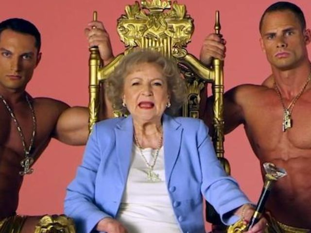 What will you look like when you 39 re old golden girls a for How old was betty white in golden girls