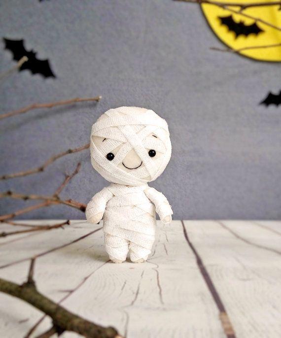 Halloween decoración momia espeluznante lindo juguete por BelkaUA