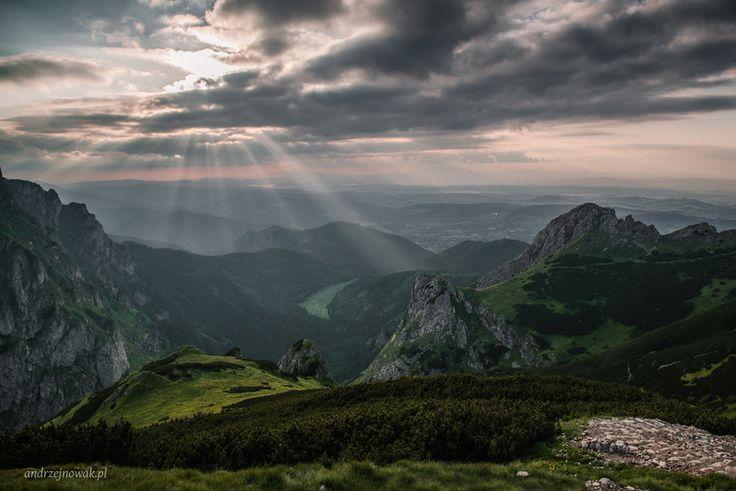 """Andrzej Nowak ~ """" ... Moje noce są piękniejsze niż wasze dni """" ... i wiatr w kieszeniach ******* *"""