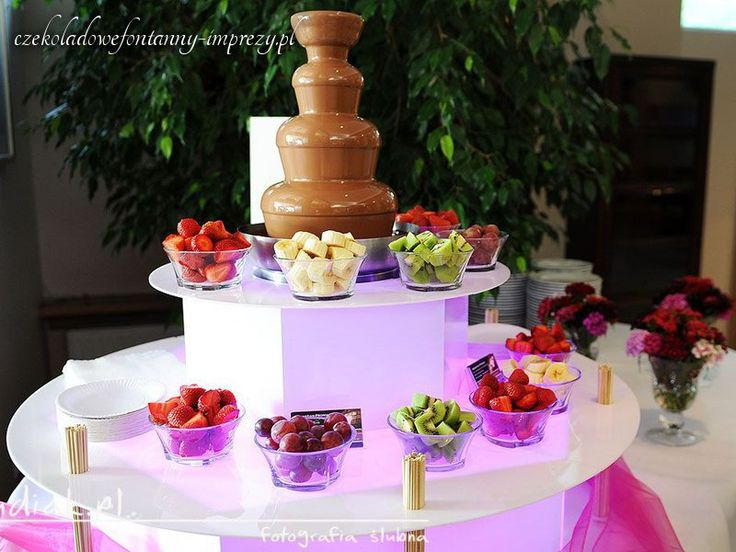 Czekoladowo i na różowo, można? Można! http://czekoladowefontanny-imprezy.pl/fontanny-czekoladowe.html
