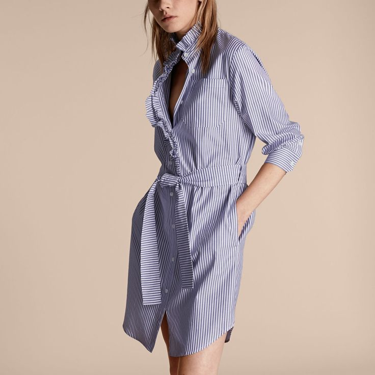 Hemdkleid aus Baumwolle mit Streifenmuster und Rüschendetail   Burberry