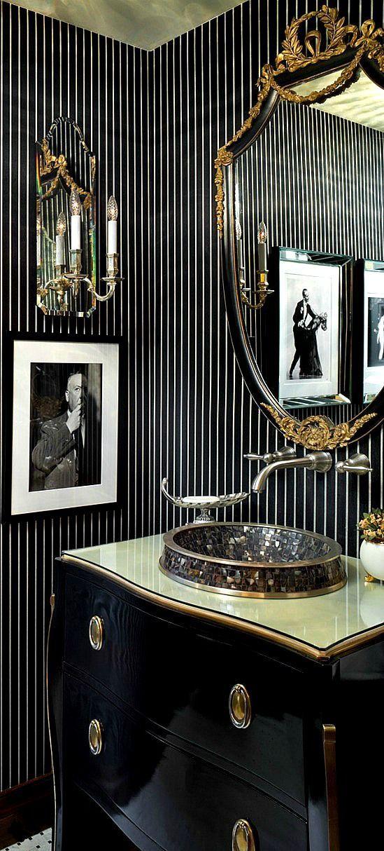 Stylish and bold bathroom design in black – Wände, Decken, Stuck