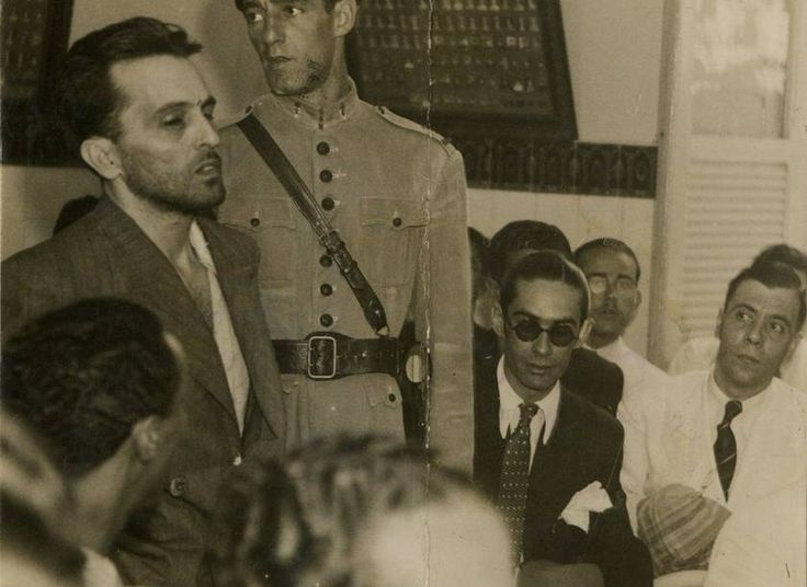 Luiz Carlos Prestes depõe perante o Conselho de Justiça Militar, no quartel da Polícia Especial, sob a acusação de desertor do exército   http://memoria.oglobo.globo.com/fotos/histoacuteria-do-brasil-9580259
