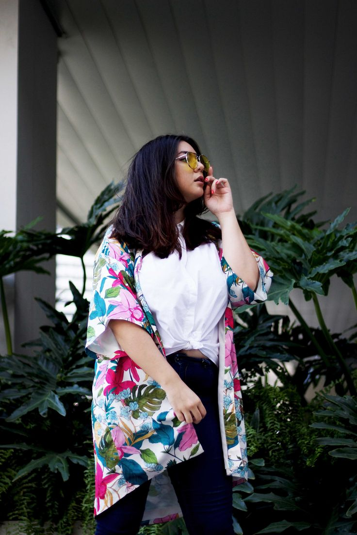 There are trends that you don't think would make a comeback. There are trends that you don't think you would ever wear again. And here we are today, rocking the latest return in the fashion world: color tinted sunglasses.