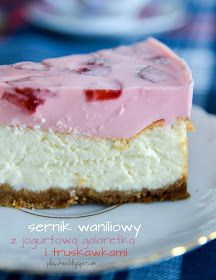 sernik z jogurtową galaretką i truskawkami (cheesecake with yogurt jelly and strawberries)