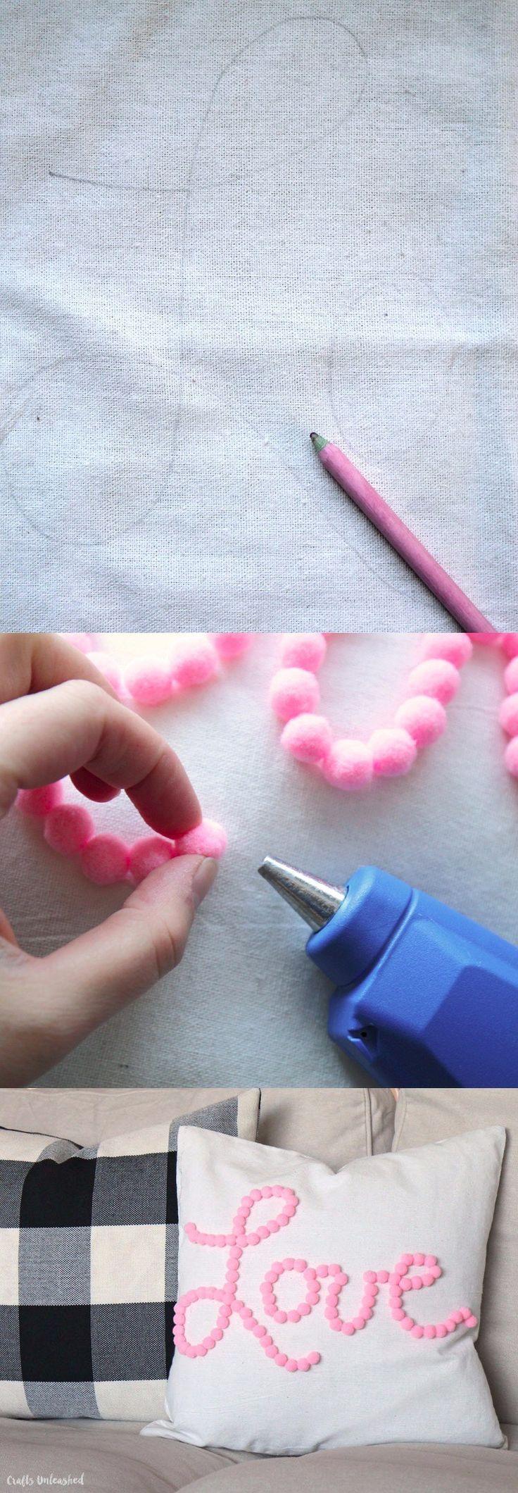 Decoración para cojín DIY - blog.consumercrafts.com - DIY Pom Pom Pillow