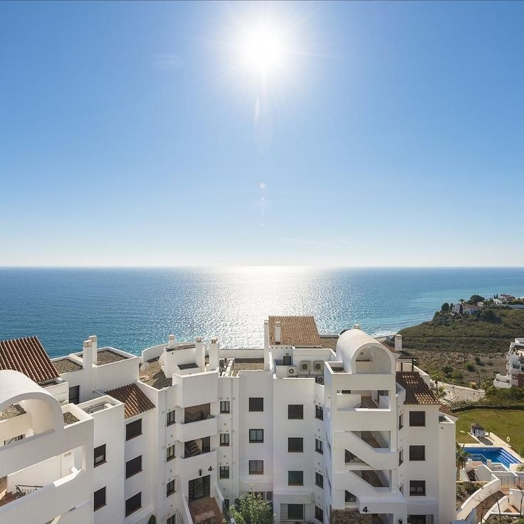 Ven a #FuerteCalaceite a disfrutar del sol con el mejor clima de Europa A qué esperas? Come to Fuerte Calaceite and enjoy with the best climate of Europe. What are you waiting for? #fuertehoteles #costadelsol #sun #sol #playa #beach #malaga #andalucia #wanderlust #relax