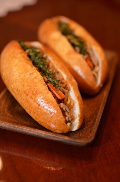 焼きそばパン by まなパパさん | レシピブログ - 料理ブログのレシピ満載!