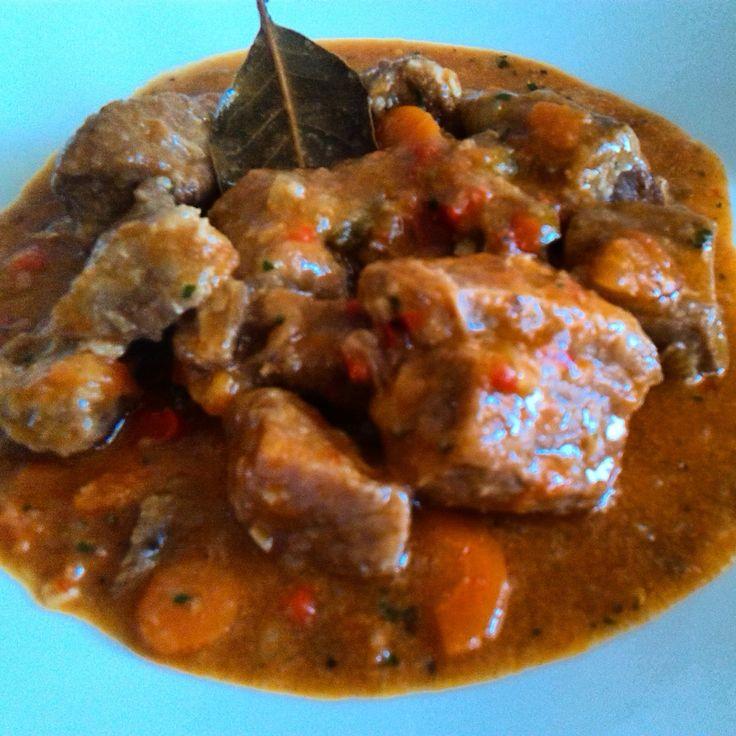 Carne guisada de ternera asturiana.