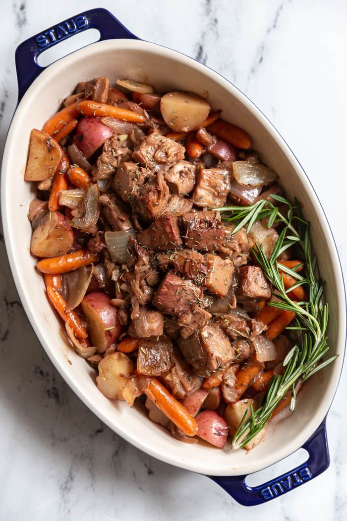 Jackfruit Pot Roast- you're going to absolutely love this vegan pot roast recipe. It's perfect as a vegan main dish for thanksgiving and holidays!