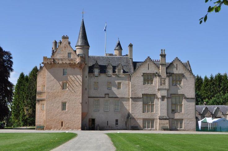 Il Castello di Brobie è un castello vicino alla città di Forres al nord della Scozia, sulla costa del Moray nel Moray in Scozia.