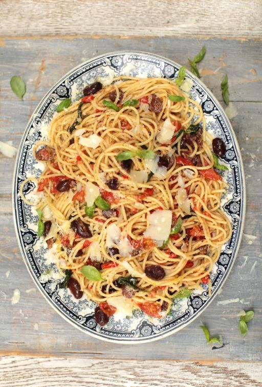 Sunday Suppers with Lunchbox Love | Spaghetti alla Puttanesca | SayPlease.com #lunchbox_love