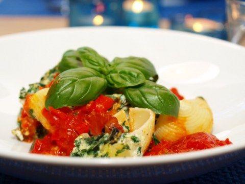 Fylte pastaskjell med spinat og ricotta