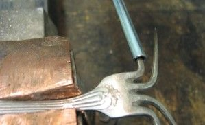 Transformer une fourchette en bracelet                                                                                                                                                                                 Plus