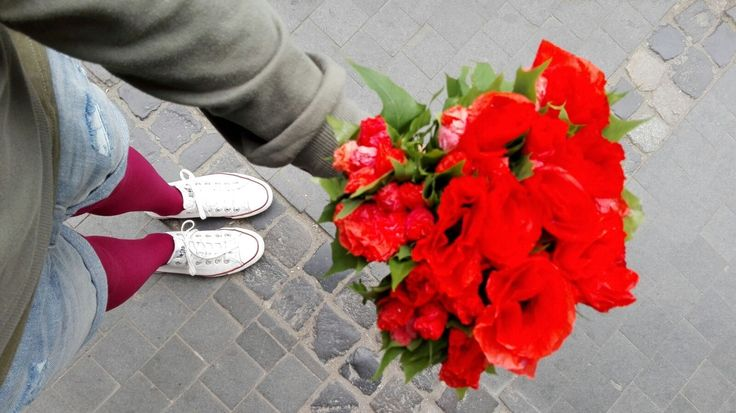 Street outfit flowers red maci