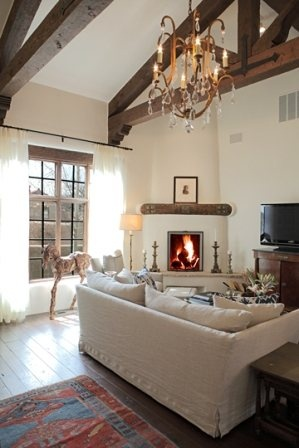 Casa de Santa Fe. Casa de Los Farolitos. View of the welcoming living room.