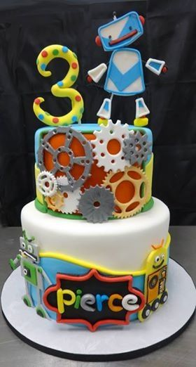 Robot birthday - Robot themed birthday #cake #food #birthday