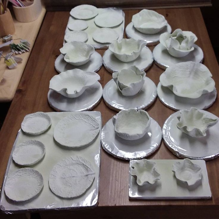 190 отметок «Нравится», 3 комментариев — Delicate porcelain flowers (@anri.irene_porcelain.art) в Instagram: «Porcelain cabbage tableware. Working progress, glazing  #porcelain #porcelaine #ceramiccabbage…»