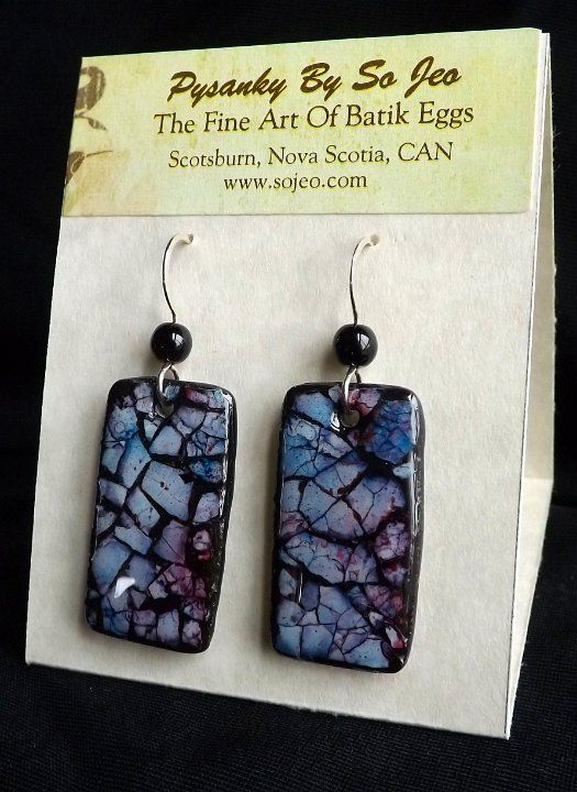Crushed shell alcohol inked and sealed onto clay to make beads. Eggshell Mosaic Jewelry by So Jeo.